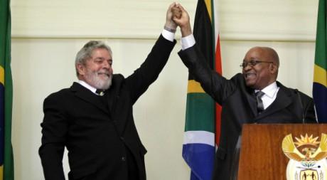 Les présidents brésilien Luis Inacio Lula da Silva et sud-africain Jacob Zuma à Prétoria, 9 juillet 2010. REUTERS/Thomas Mukoya