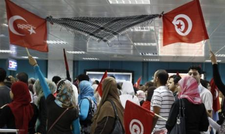 Des Tunisiens viennent acclamer Erdogan le 14 septembre 2011Zoubeir Souissi / Reuters
