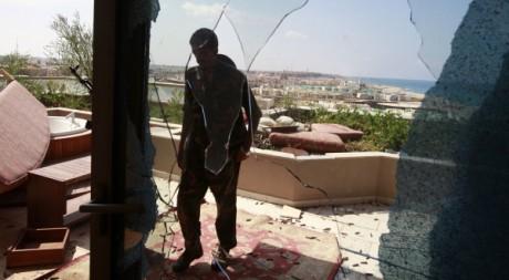 Un combattant à Syrte, le 4 octobre 2011. REUTERS/Asmaa Waguih