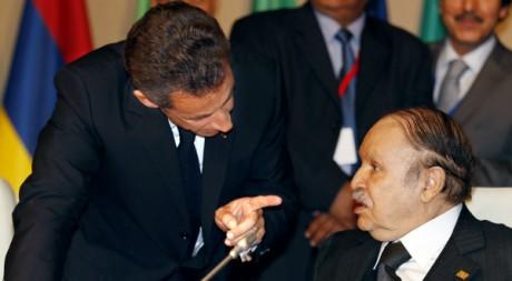 Les présidents Nicolas Sarkozy et Abdelaziz Bouteflika au sommet Afrique-France, Nice, 31 mai 2010. REUTERS/Eric Gaillard