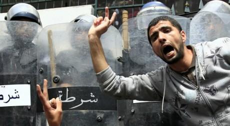 Manifestation en Algérie le 2 mai 2011. Reuters/Zohra Bensemra