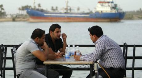 Une scène dans un café à Bassorah en Irak, 2011. REUTERS/Atef Hassan.