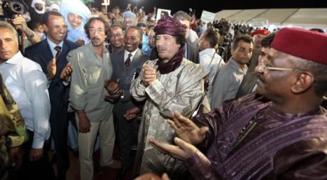 Mouammar Kadhafi à Sebha lors d'une cérémonie  des Touareg du Mali et du Niger, le 6 octobre 2009. Mahmud Turkia/AFP,