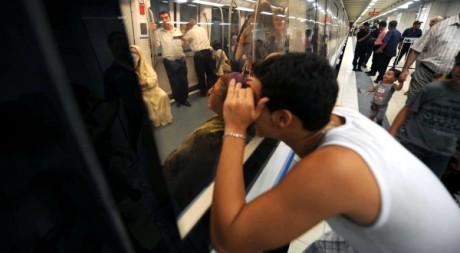 Premier voyage en métro pour les Algérois. AFP/FAROUK BATICHE