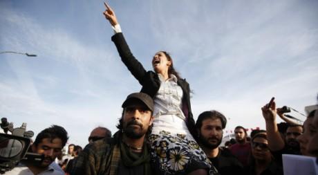 Une manifestation contre le parti islamiste Ennahda à Tunis, le 25 octobre 2011. REUTERS/Zohra Bensemra