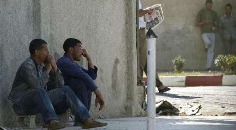 De jeunes Algériens le 24 juin 2010. Reuters/ Louafi Larbi