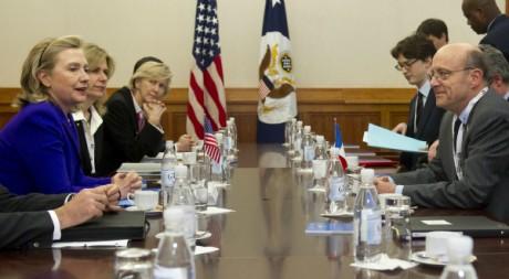 Réunion des chefs de la diplomatie américaine Hillary Clinton et française Alain Juppé, 14 avril 2011, Berlin. REUTERS/POOL New
