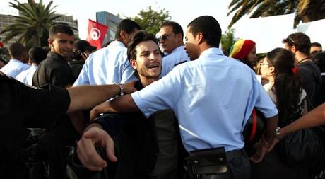 Manifestation contre le parti Ennahda, à Tunis, le 25 octobre 2011. REUTERS/Zohra Bensemra