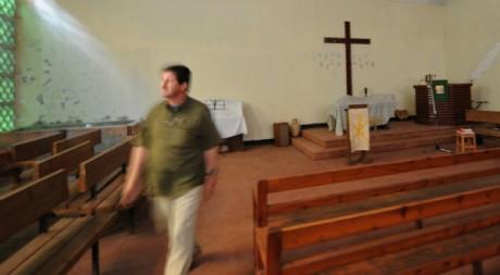 Mustapha Krim dans une église protestante d'Alger le 7 juin 2008.. AFP/FAYEZ NURELDINE