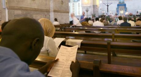 Des fidèles dans la cathédrale d'Alger en 2006. AFP/FAYEZ NURELDINE