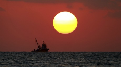 Soleil couchant en Méditerranée. Reuters/Osman Orsal