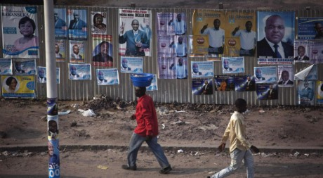 Affichage électoral à Kinshasa, novembre 2011 © Finbarr O'Reilly / Reuters