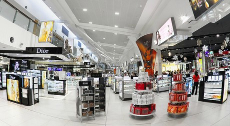 Magasin duty free à l'aéroport de Sydney. Flickr/Pedro Szeke.