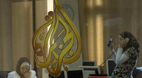 Deux journalistes dans les bureaux d'Al-Jazeera à Ramallah le 15 juillet 2009. Reuters/Fadi Arouri