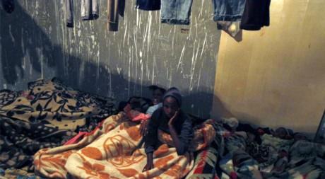 Immigrés africains près de la frontière du Sinaï, le 24 décembre 2010. REUTERS/Asmaa Waguih
