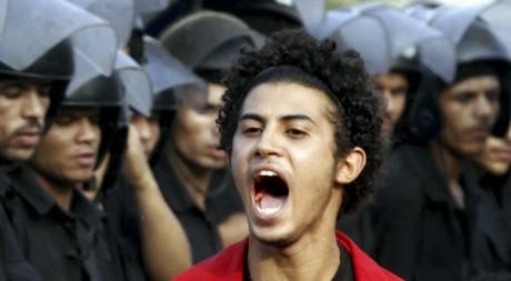Un jeune crie près de la Place Tahrir du Caire, Egypte, le 30 août 2011. REUTERS/Mohamed Abd El Ghany