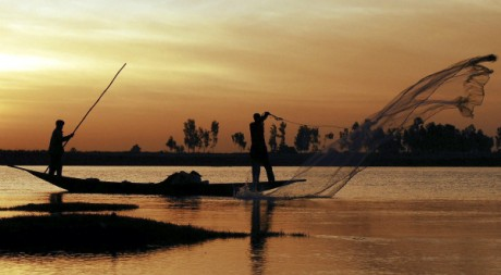 Pcheurs sur le fleuve Niger, village de Saaya, Mali, 2007. REUTERS/Florin Iorganda.