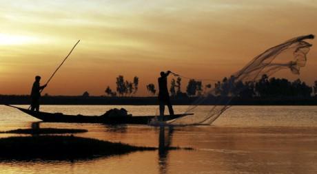 Pêcheurs sur le fleuve Niger, village de Saaya, Mali, 2007. REUTERS/Florin Iorganda.