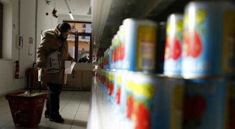 Supermarché solidaire à Rome le 20 décembre 2011. Reuters/Tony Gentile