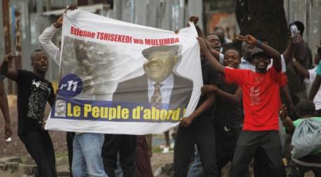 De jeunes sympathisants d'Etienne Tshisekedi à Kinshasa, le 23 décembre. © Stringer/Reuters