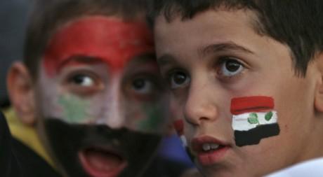 Deux jeunes Syriens lors d'une manifestation contre le régime de Bachar al-Assad le 27 octobre 2011.Reuters/Muhammad Hamed
