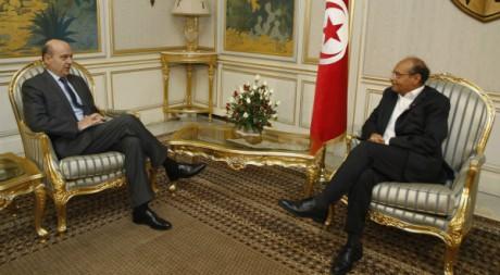 Le ministre français Alain Juppé et le président tunisien Moncef Marzouki, 5 janvier 2012, Tunis. REUTERS/Zoubeir Souissi