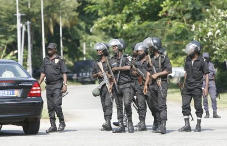 Des militaires à Abidjan, janvier 2012. REUTERS/ Luc Gnago