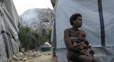 Natacha, mère de cinq enfants, dans le camp d'Accra, Port-au-Prince © Elodie Vialle
