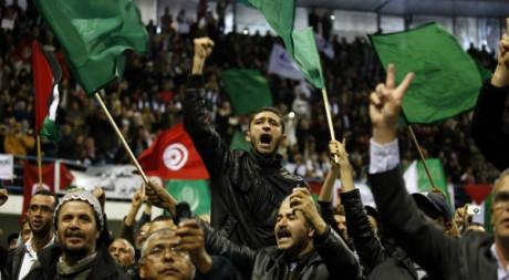 Des militants d'Ennahda lors d'un meeting à Tunis du chef du Hamas Ismail Haniyeh, 8 janvier 2012. REUTERS/Zoubeir Souissi