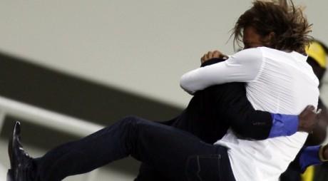 Le coach Hervé Renard fête une victoire le 21 janvier 2010. REUTERS/Amr Dalsh