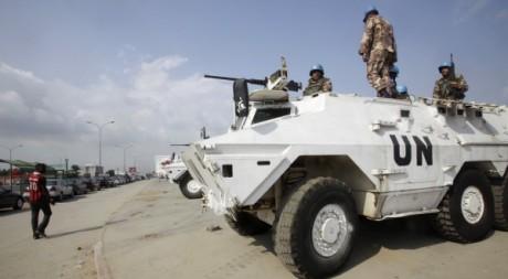 Des troupes de l'ONU à Koumassi, le 11 décembre 2011. REUTERS/Thierry Gouegnon