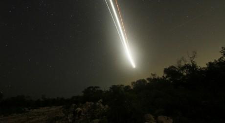 Une étoile filante traverse le ciel de Cancun le 13 août 2010. Reuters/Gerardo Garcia