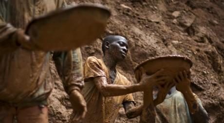 Chercheurs d'or dans la mine Kubu, à l'est de la RDC. REUTERS/Finbarr O'reilly