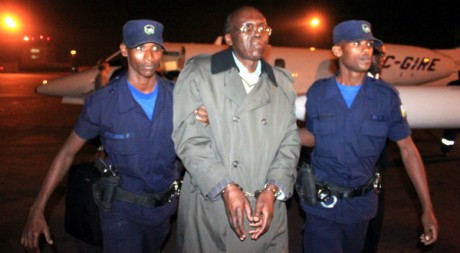 Léon Mugesera arrive à Kigali le 24 janvier 2012. AFP/STEVE TERRILL