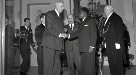 Félix Houphouët-Boigny et Charles de Gaulle, le 17 janvier 1961, au palais de l'Elysée. AFP