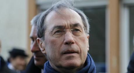 Claude Guéant, lors d'une visite à Chinon, le 6 janvier 2012. REUTERS/Charles Platiau
