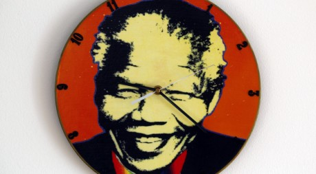 Une horloge Nelson Mandela  Varsovie. REUTERS/Peter Andrews