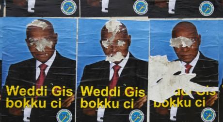 Affiches de campagne d'Abdoulaye. REUTERS/Stringer.