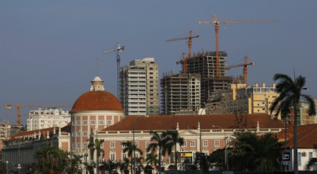 Luanda, capitale de l'Angola est en pleine expansion. REUTERS/Mike Hutchings.