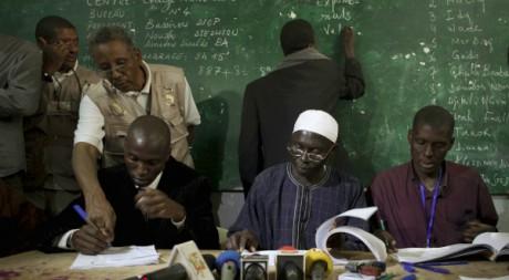 Un bureau de vote à Dakar durant l'élection présidentielle. REUTERS/Stringer.