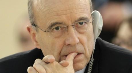 Alain Juppé, le 27 février 2012. REUTERS/Denis Balibouse.