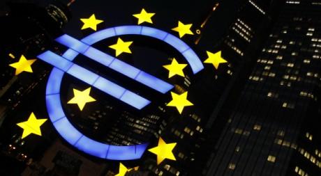 Symbole de l'euro à Francfort le 29 février 2012. Reuters/Alex Domanski