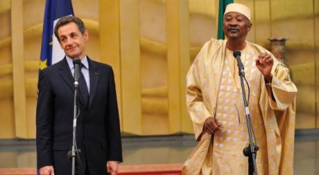 Les présidents français Nicolas Sarkozy et malien Amadou Toumani Touré, Bamako, le 25 février 2010. REUTERS/Pool New