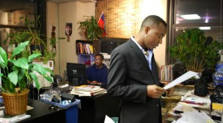 Depuis ses bureaux de Manhattan à New York, Sowore Omoyele dirige Sahara Reporters. ©Charlotte Alix
