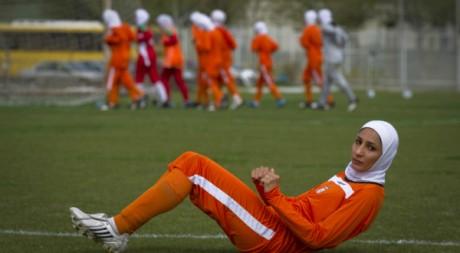 Entraînement de l'équipe féminine d'Iran le 11 avril 2011.  Reuters/Caren Firouz