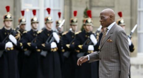 Le président Abdoulaye Wade arrive au Palais de l'Elysée, 7 mars 2008, Paris. REUTERS/Jacky Naegelen.