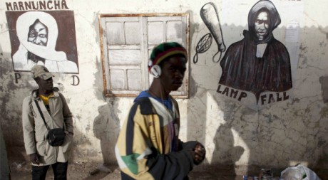Un dessin mural du chef mouride Cheikh Ahmadou Bamba, Dakar, janvier 2012. © REUTERS/Stringer