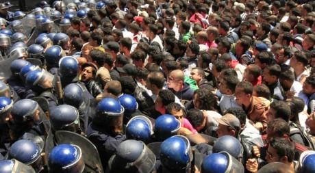 Manifestation d'étudiants à Alger, 2 mai 2011. REUTERS/Zohra Bensemra