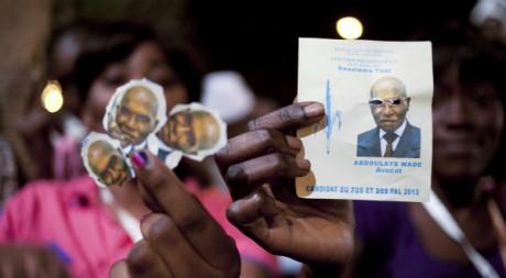 Les partisans de Macky Sall fêtent sa victoire à Dakar, le 25 mars 2012. REUTERS/Stringer