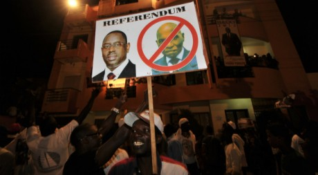 Un partisan de Macky Sall célébrant la victoire de son candidat, à Dakar, au soir du 25 mars 2012 AFP PHOTO / ISSOUF SANOGO